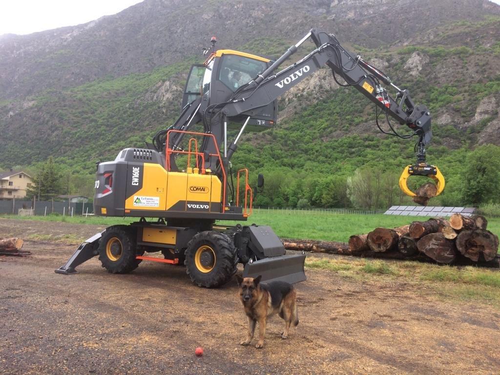 Escavatore/Movimentatore di materiali gommato VOLVO EW160